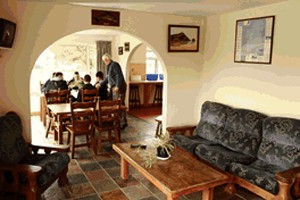 hostel connemara dining